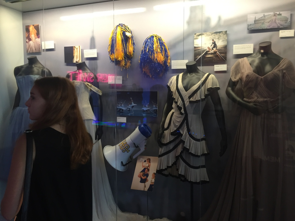 Exploring LA & why I love Taylor Swift  (Taylor Swift Exhibit @ The Grammy Museum) (3/3)